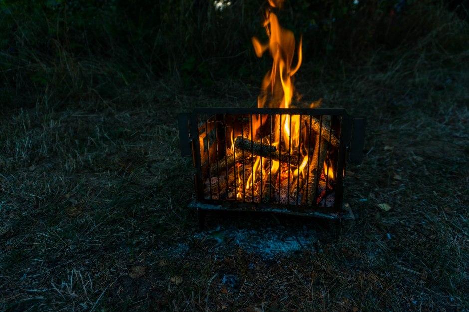 Der A4Grill lässt sich leicht zu einem Feuerkorb umbauen